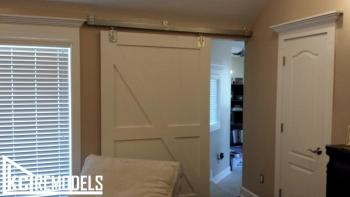 Sliding door/ barn door